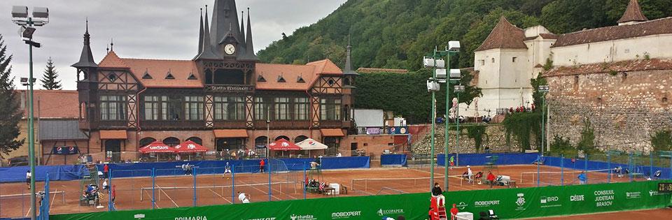 tenis la baza muntelui
