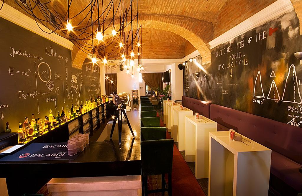 Bar Arhive Lounge.